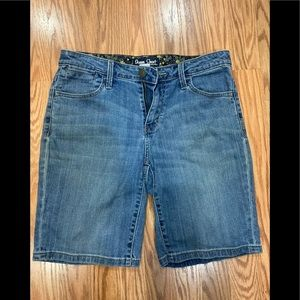 ST. John's Bay women's stretch denim shorts size 6